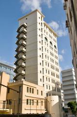 Modernen Hochhaus in Nikosia mit der Treppe