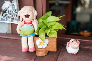 girl smile  figurine