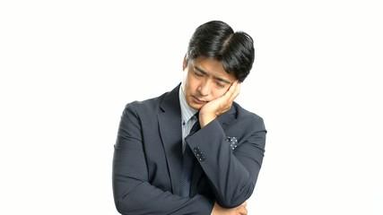 疲れた表情のビジネスマン