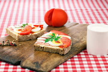 Sandwich with egg, ham and tomato