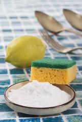 Nettoyants biologiques, citron et  bicarbonate de sodium.