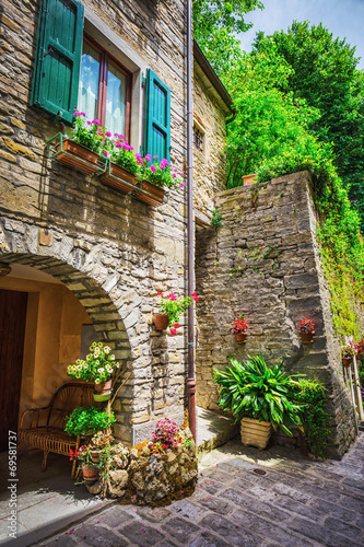 Fototapety, obrazy :  Italian street in a small provincial town of Tuscan