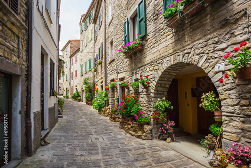 Italian street in a small provincial town of Tuscan - 69581774