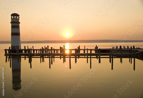 canvas print picture Leuchttrum am See mit Sonneuntergang