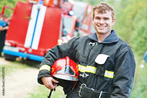 firefighter fireman - 69591713