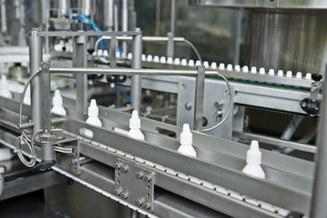 pharmacy medicine plastic bottle conveyer