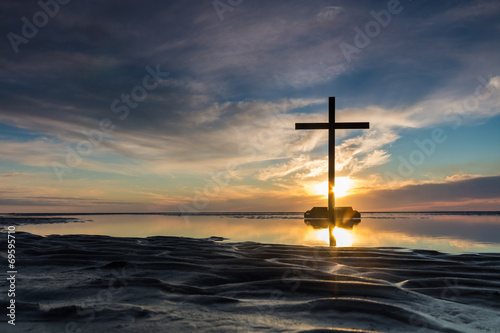 Aluminium Zonsondergang op het Strand Low Tide Cross Sunset
