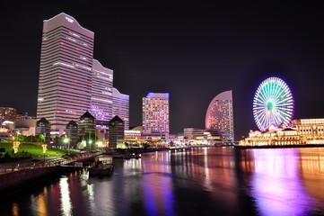 横浜 みなとみらいの夜景と観覧車