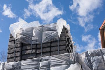 Betonstein-Paletten im Baustoffhandel