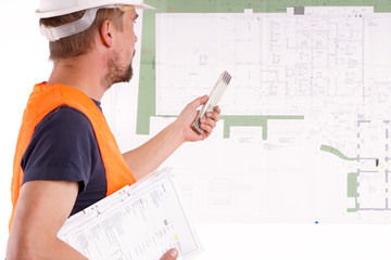 Mann zeigt auf Bauzeichnung