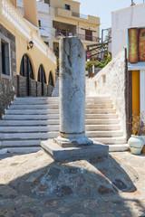 Säule bei der Kirche Aghios Titus in Aghios Nikolaos, Kreta