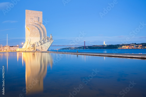 Tuinposter Artistiek mon. monument to the discoveries Lisbon