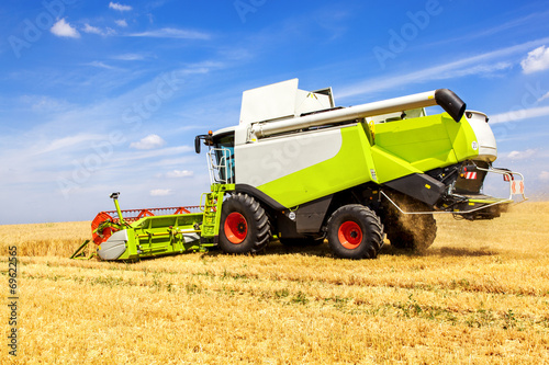 Machine with the grain harvest - 69622565