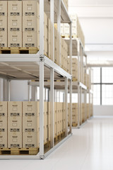 Volle Lagerhalle mit Kartons im Regal