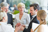 Geschäftsleute diskutieren beim Meeting