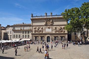 Avignone, piazza del Palazzo- hotel des Monnais