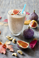 Smoothie with figs and cahew