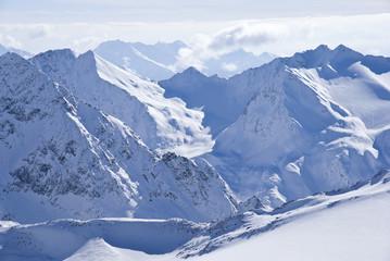 Schnee am Stubaier Gletscher in Tirol