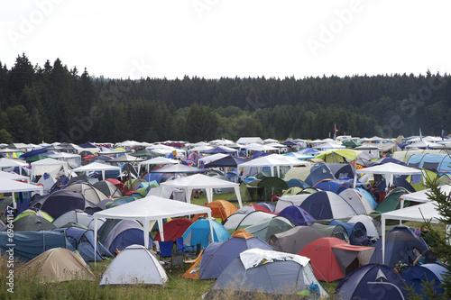 Aluminium Kamperen Camping Platz bei einem Festival