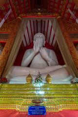Interior of Wat Mangkol Thawararam (Wat Khrua Khrae), vertical