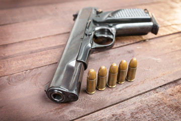 Semi-automatic 9mm guna with bullets