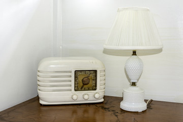 Clasic radio from the fifties and old white lamp