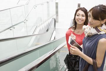 Young women who speak in escalator