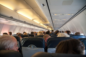 Menschen im Flugzeug