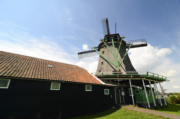 Casa mulino a vento