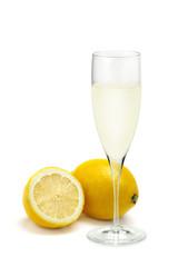 レモンジュースとレモン
