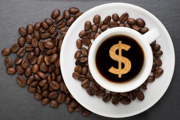 Cup of coffee with dollar © Studio_3321
