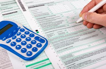 Steuererklärung und Taschenrechner