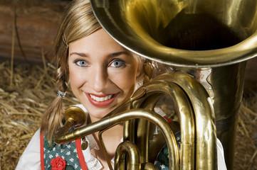 Junge Frau in Tracht , mit Tuba , Portrait