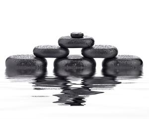 Stos kamieni bazaltowych
