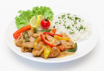 Hähnchen-Geschnetzeltes mit Paprika und Reis