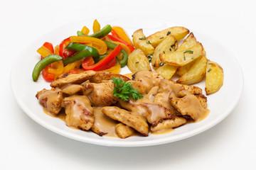 Hähnchen-Geschnetzeltes mit Paprika und Röstkartoffeln