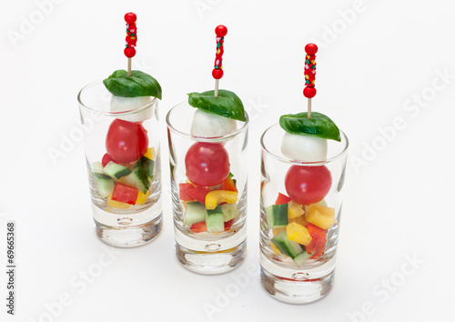 Papiers peints Buffet, Bar Tomate-Mozzarella-Spieße im Miniglas