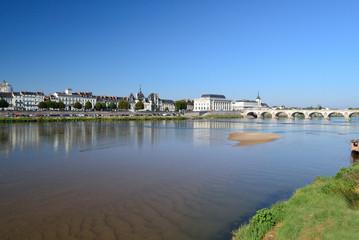 Pont César et théâtre de Saumur
