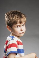 Vorschulkind Junge: Traurig - Porträt Serie Emotionen