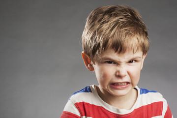 Vorschulkind Junge: Wütend - Porträt Serie Emotionen