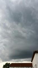 Himmel verdunkelt sich