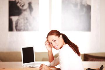 junge Frau macht kurze Pause