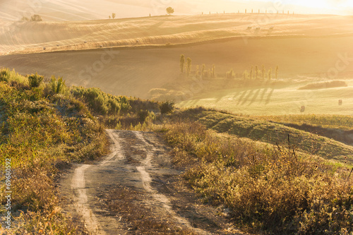Fotobehang Jacht Beautiful light of the morning sun in the Tuscan landscape