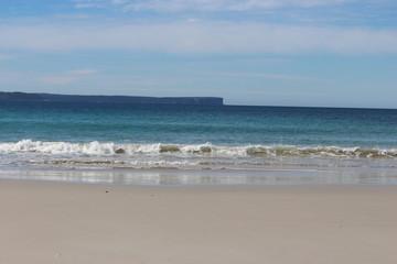 Strand mit Wellen