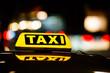 Leinwanddruck Bild - Taxischild in der Nacht