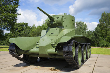 Советский колесно-гусеничный быстроходный танк БТ-5