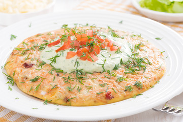 dietary omelette with carrots, tomatoes and green yogurt sauce