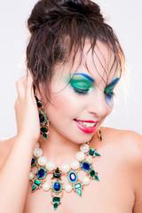 Mujer de belleza con maquillaje perfecto