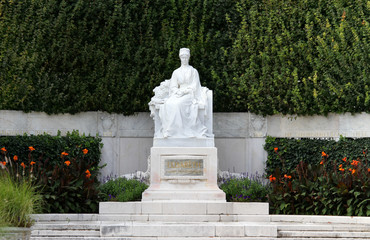 Splendid monument to Empress ELISABETH SISSI in Vienna
