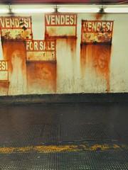 Graffiti sotto la metro